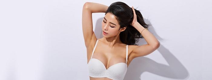 Phẫu thuật nâng ngực nên đặt túi Mentor hay Nanochip?