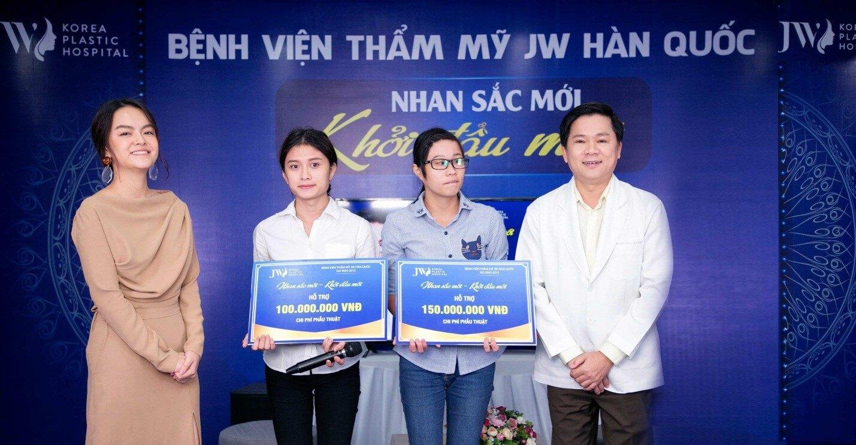 Bác sĩ Tú Dung thường xuyên đồng hành cùng các nghệ sĩ Việt