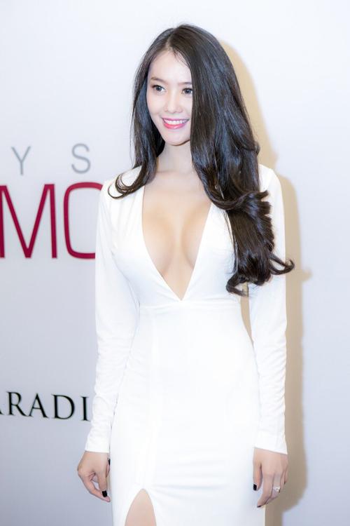 Top 8 bộ ngực đẹp nhất Showbiz Việt_10
