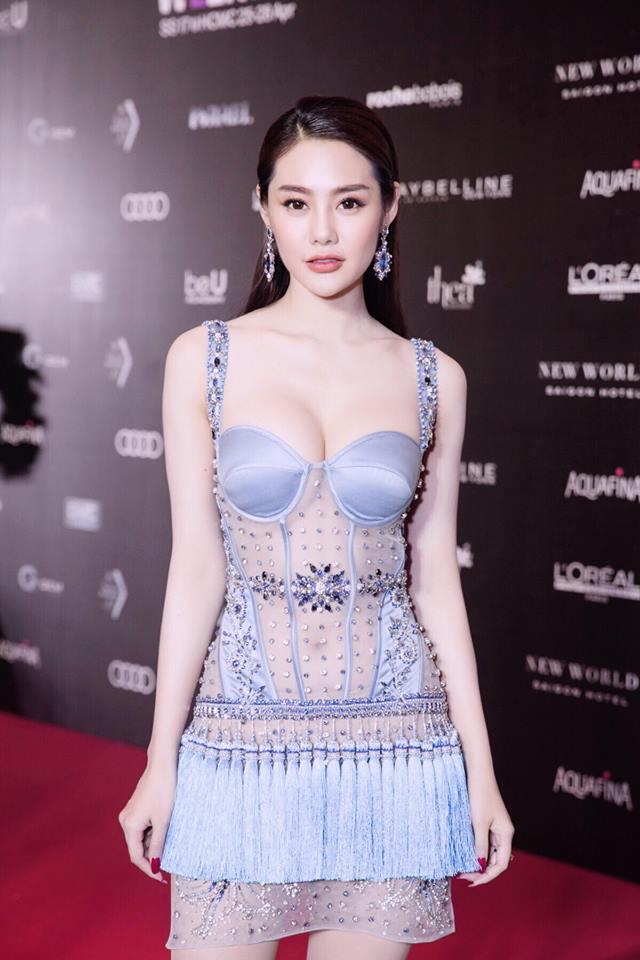 Top 8 bộ ngực đẹp nhất Showbiz Việt_11