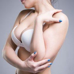 Top 8 bộ ngực đẹp nhất Showbiz Việt