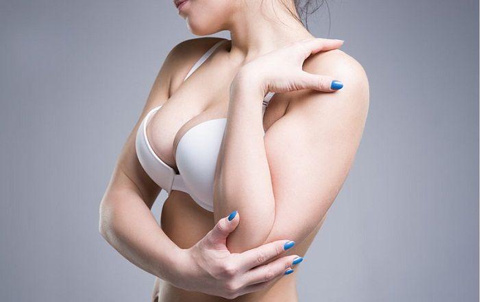Dù ngực lép quyến rũ tại sao chị em vẫn muốn nâng ngực? - 280245