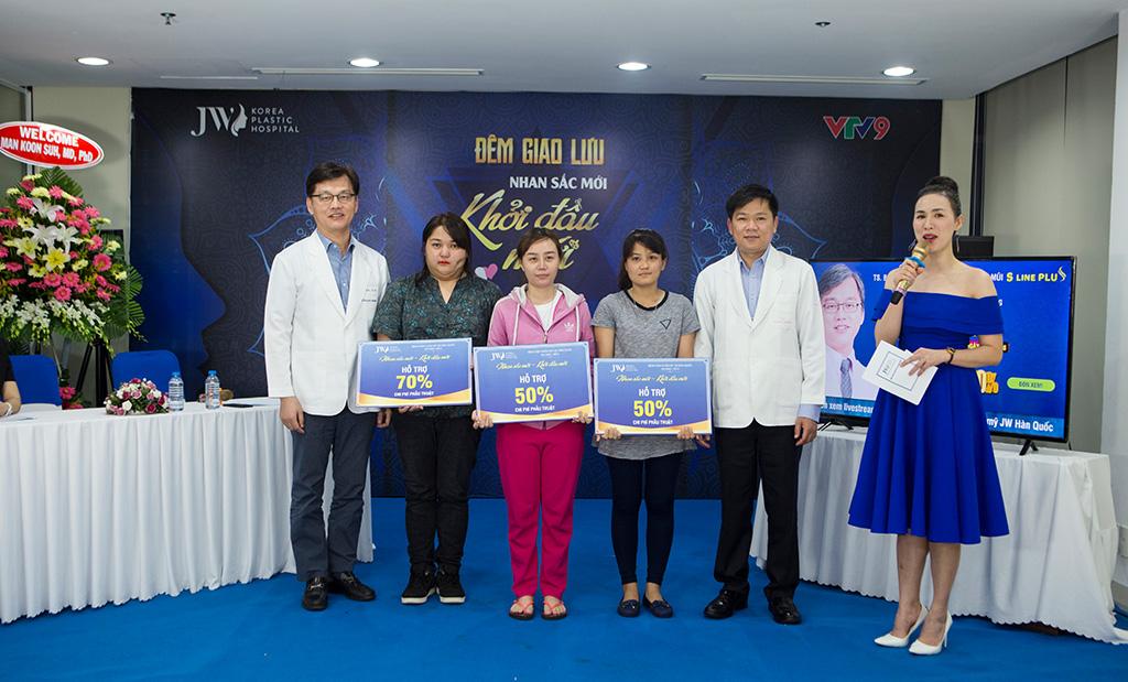 Tiến sĩ, bác sĩ Man Koon Suh đồng hành cùng chương trình Nhan sắc mới, khởi đầu mới mùa 1