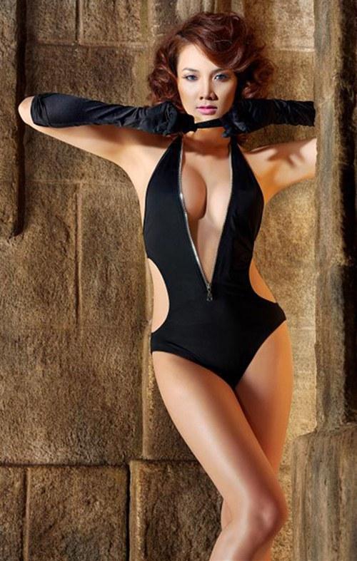 Top 8 bộ ngực đẹp nhất Showbiz Việt_17