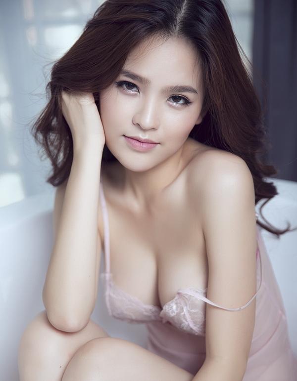 Top 8 bộ ngực đẹp nhất Showbiz Việt_9