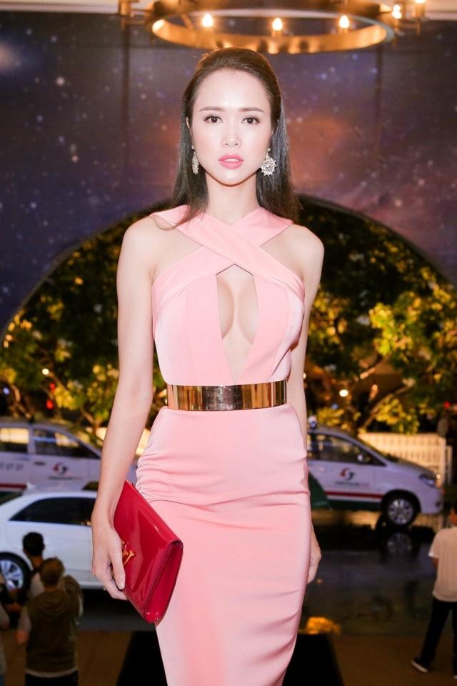 Top 8 bộ ngực đẹp nhất Showbiz Việt_13