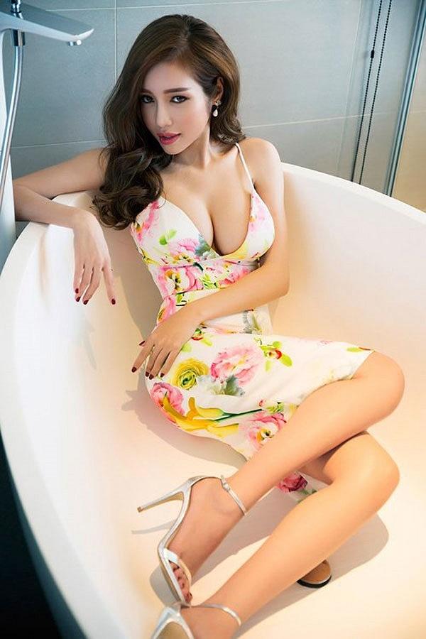Top 10 mỹ nhân sở hữu bầu ngực khủng của Showbiz Việt_6