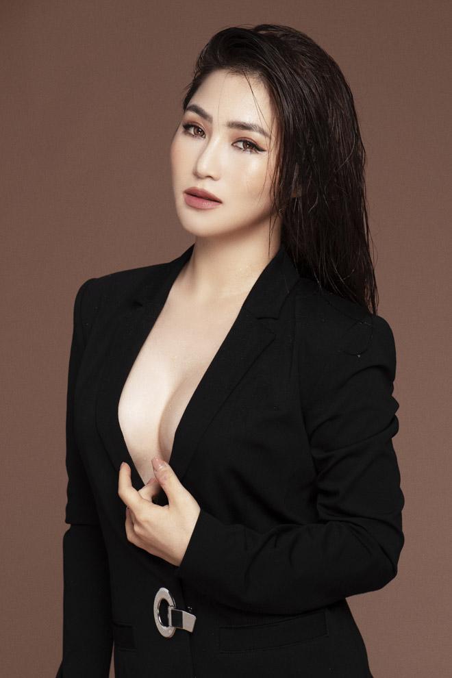 Top 10 mỹ nhân sở hữu bầu ngực khủng của Showbiz Việt_14