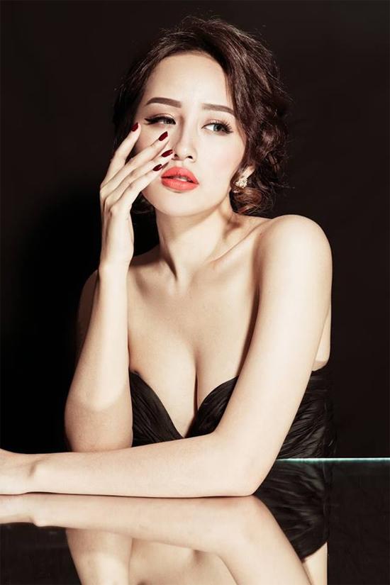 Top 10 mỹ nhân sở hữu bầu ngực khủng của Showbiz Việt_3