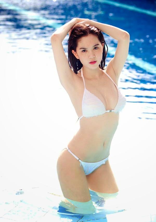 Top 10 mỹ nhân sở hữu bầu ngực khủng của Showbiz Việt_9