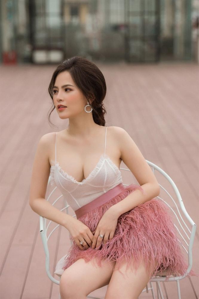 Top 10 mỹ nhân sở hữu bầu ngực khủng của Showbiz Việt_12