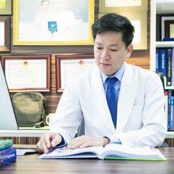 Vị bác sĩ nặng lòng với người khiếm khuyết ngoại hình