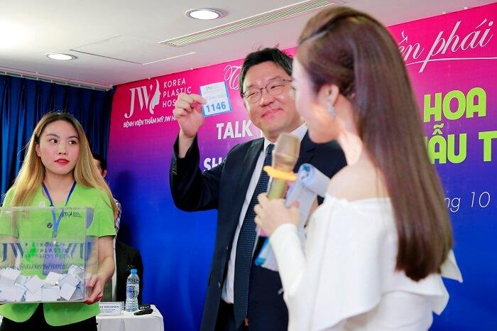 https://thammyhanquoc.vn/su-kien-tai-phau-thuat-mui-thu-hut-hang-tram-tin-do-lam-dep-10