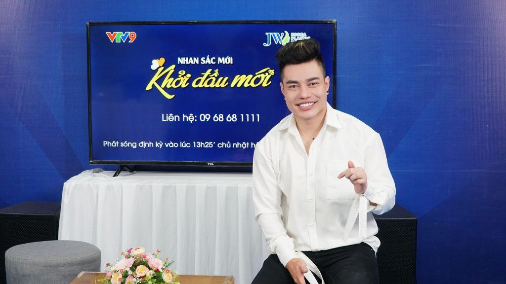 Lê Dương Bảo Lâm dán sứ veneer tại JW