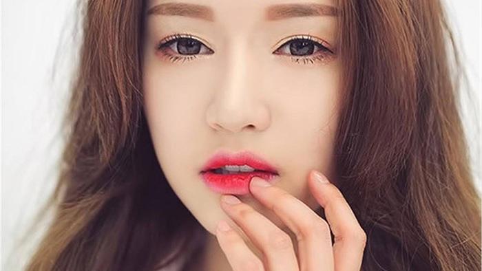 Xăm môi có đau không?
