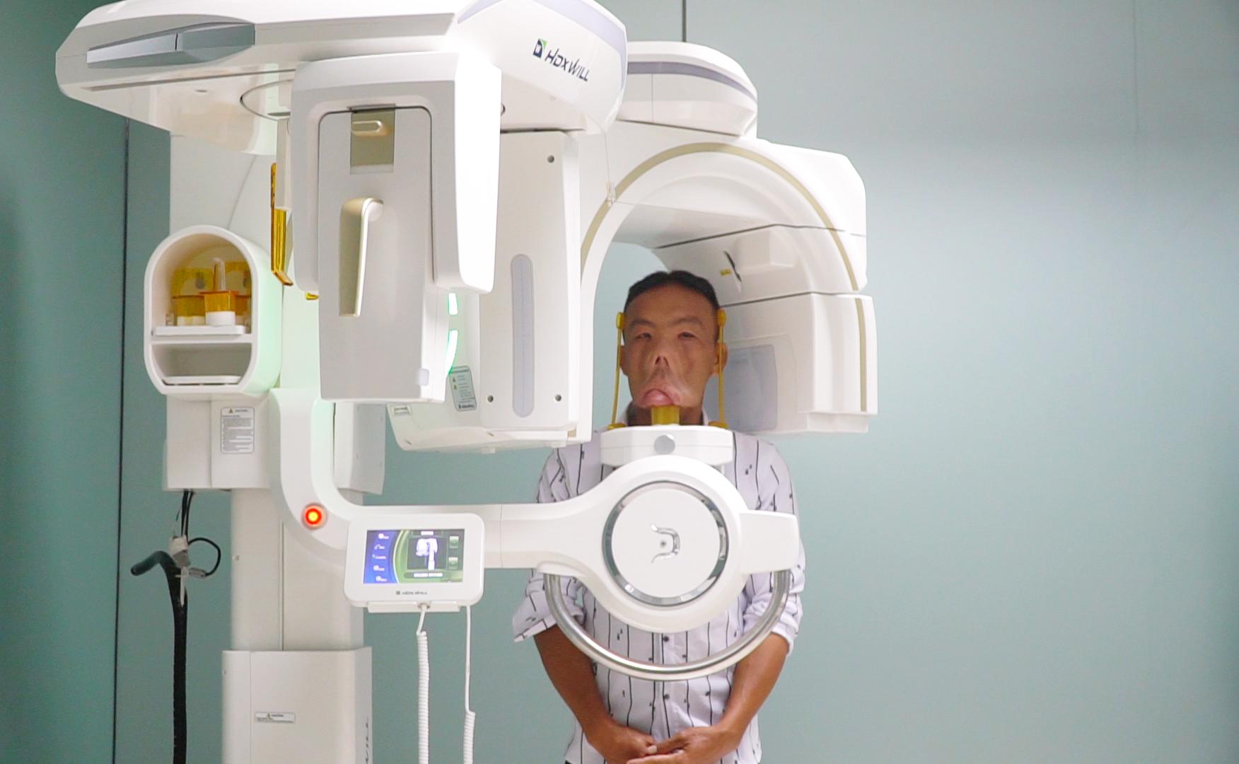 Anh Mến được chụp X-quang, CT3D