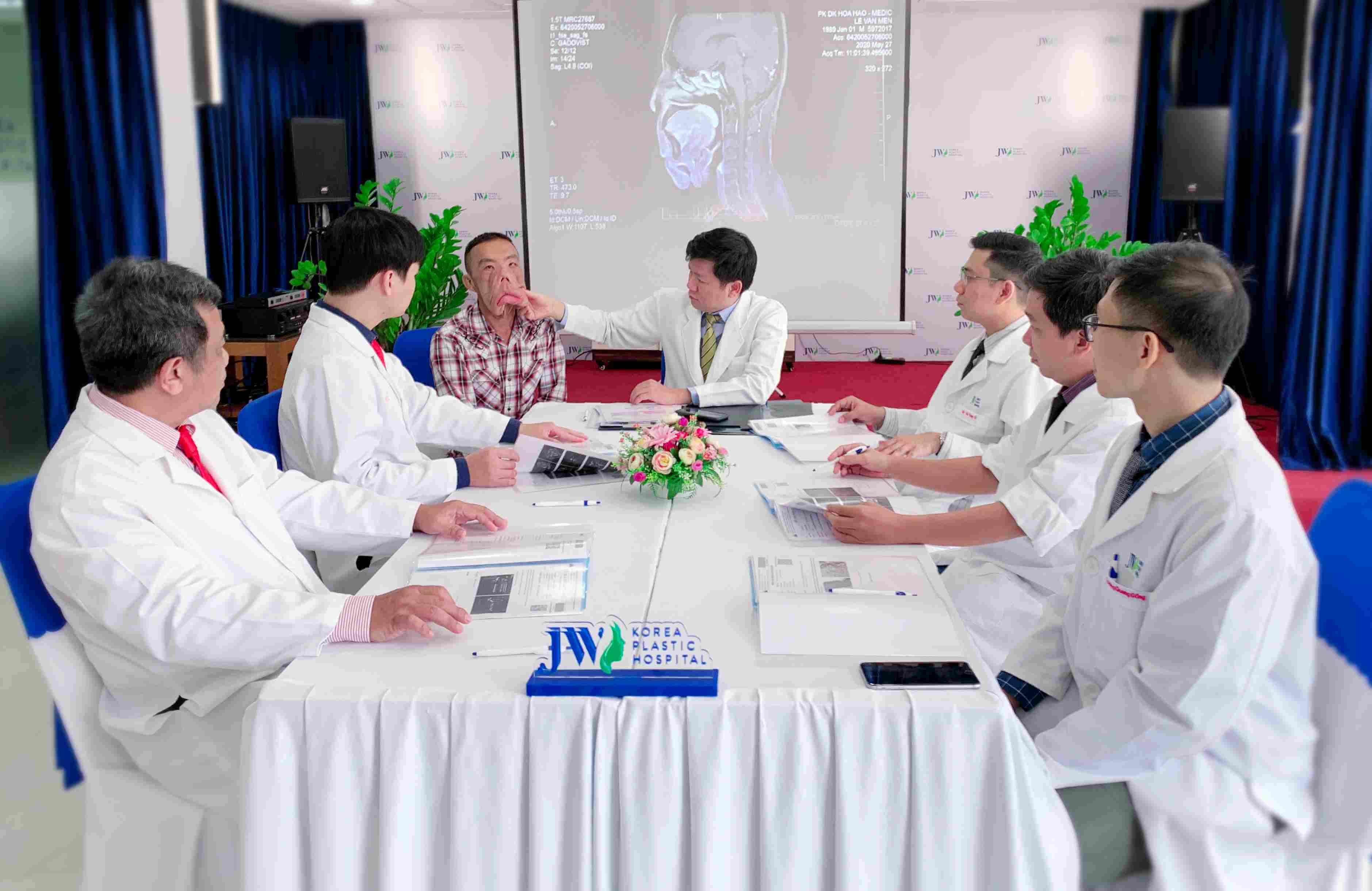 Anh Mến và căn bệnh thách thức các bác sĩ Việt Nam