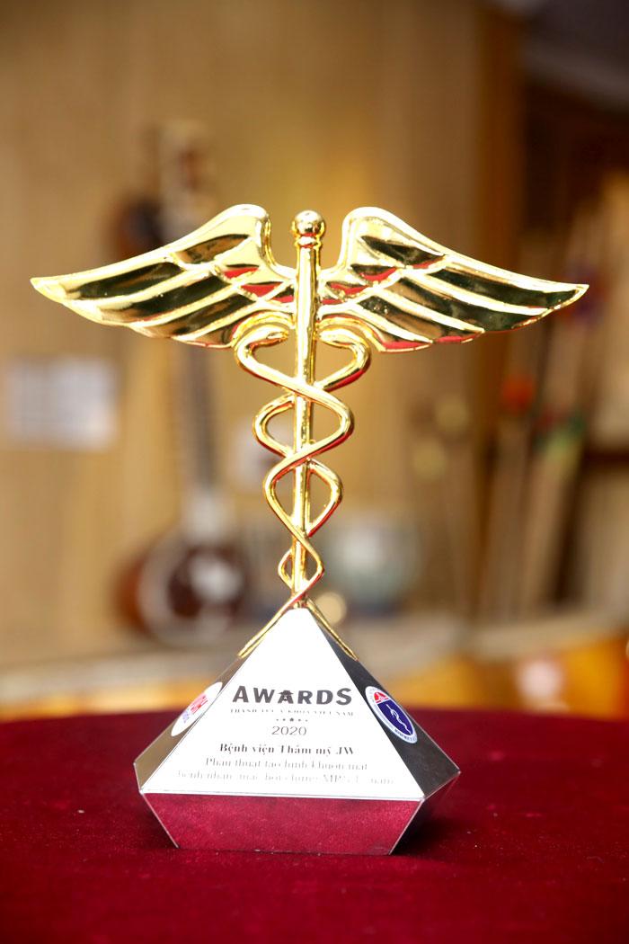 bác sĩ tú dung, bác sĩ thẩm mỹ, phẫu thuật thẩm mỹ, bệnh viện thẩm mỹ, thành tựu y khoa