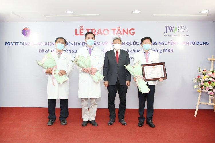 Bộ Y tế trao tặng 2 bằng khen đến tập thể Bệnh viện JW và cá nhân BS Tú Dung